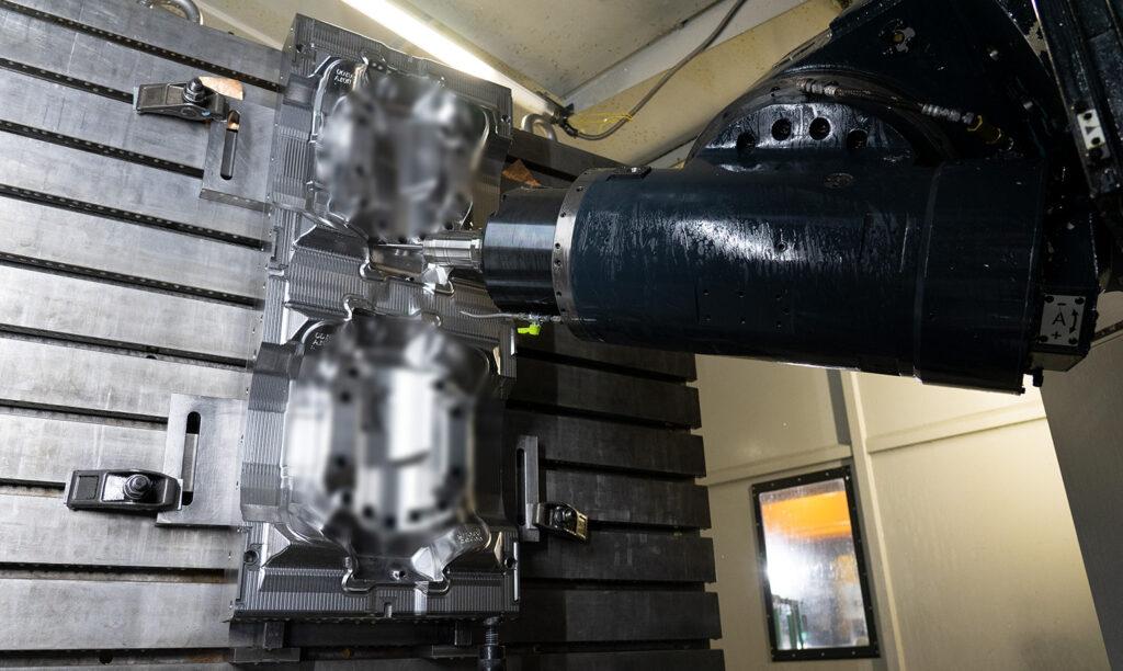 5軸加工機 VGの内部写真