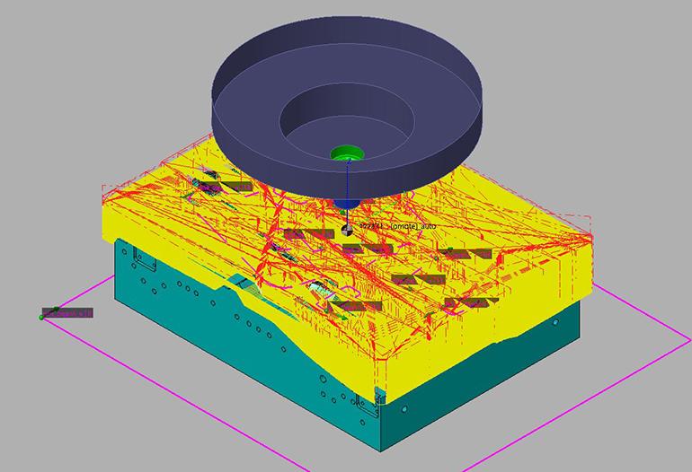 CAM上で工具の動きをシミュレーションしている画像