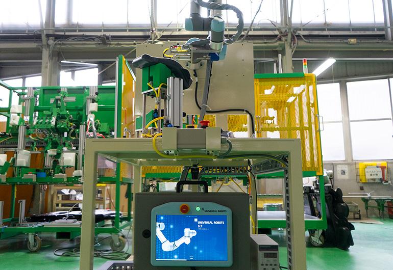 ユニバーサルロボット社製『UR-5e』を使用した関東製作所製作の協働ロボット