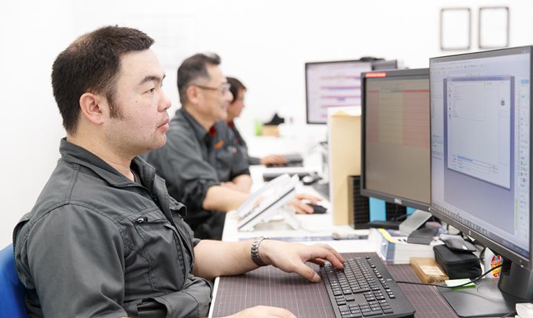 関東製作所浜松工場の設計チームの写真