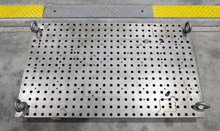 大型サイズのピッチ定盤の写真