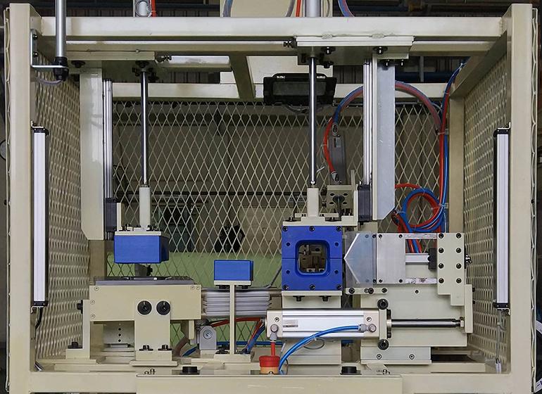 KMIが製作した加工機の写真