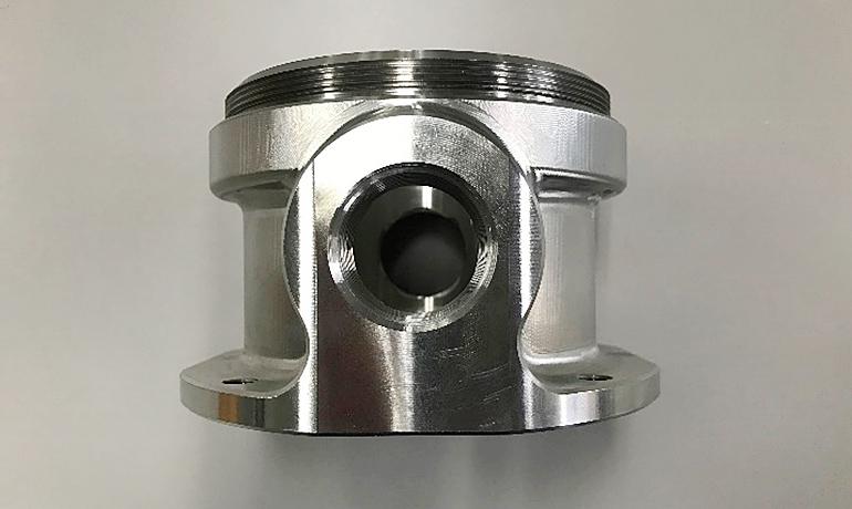 機械装置の内部に使われる部品の真横からの写真