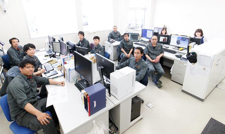 関東製作所の関工場メンバーの写真