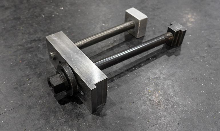 裏加工用治具の写真-2