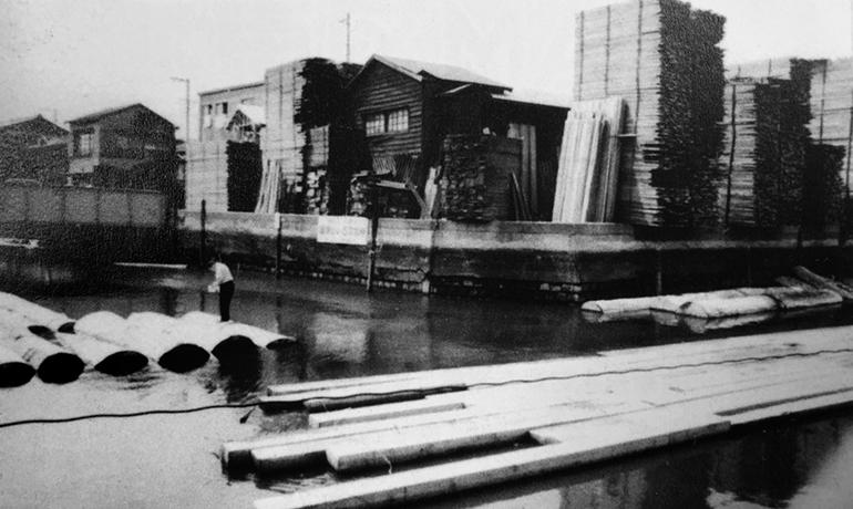 大横川の貯木と製材所-昭和49年(現東陽6-7丁目)の写真