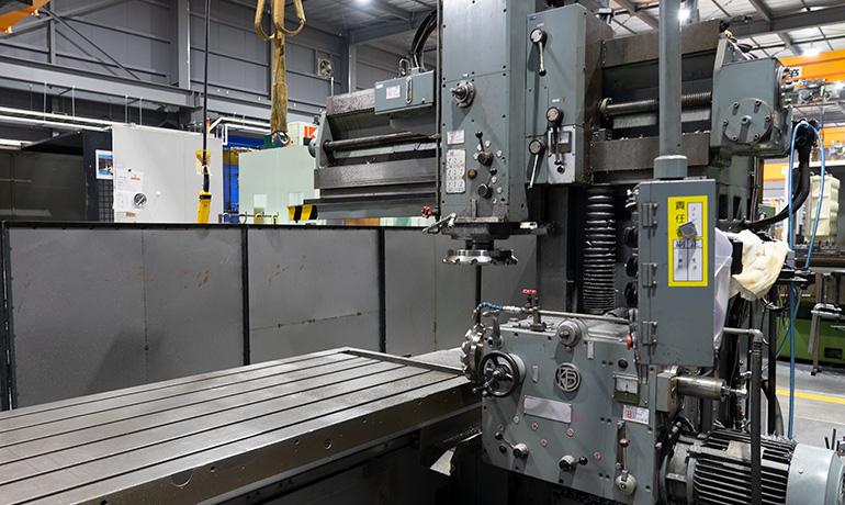 関工場-プラノミラー加工機の写真