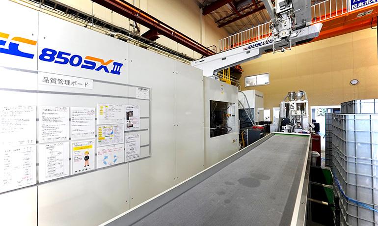 浜松工場の射出成形機の写真