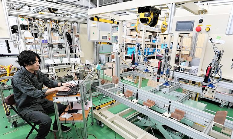 小鳥居さん-木曽川工場内での写真02