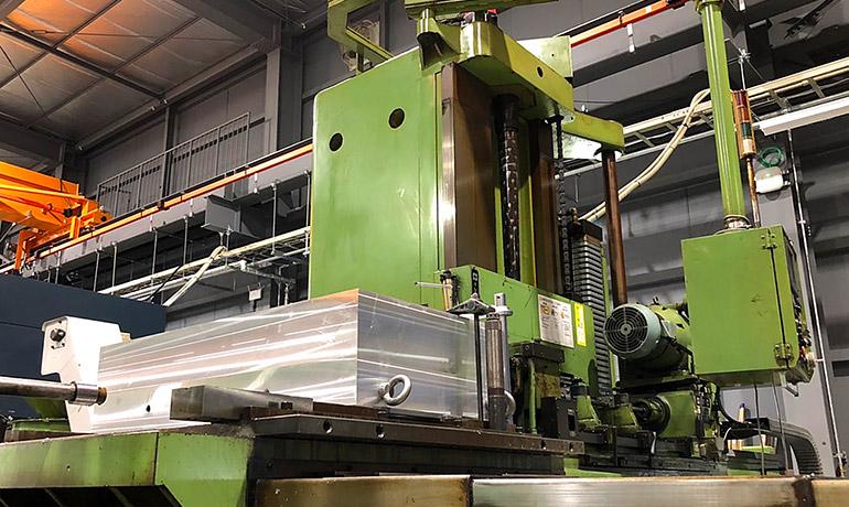 関工場のミロク機械社製ガンドリルの写真